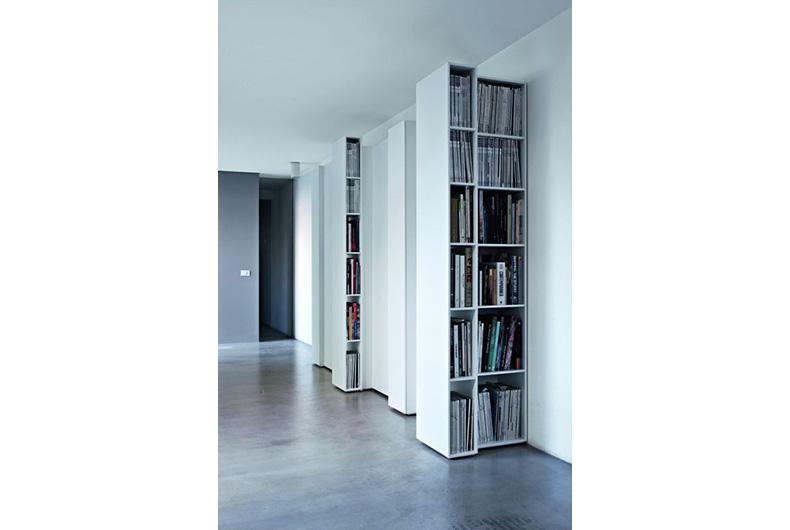 Libreria piccola modello Blio del brand Kristalia