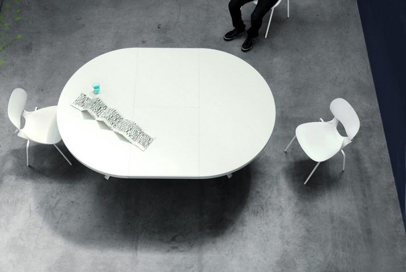 Tavolo Oops di Kristalia, disponibile su Bassi Design