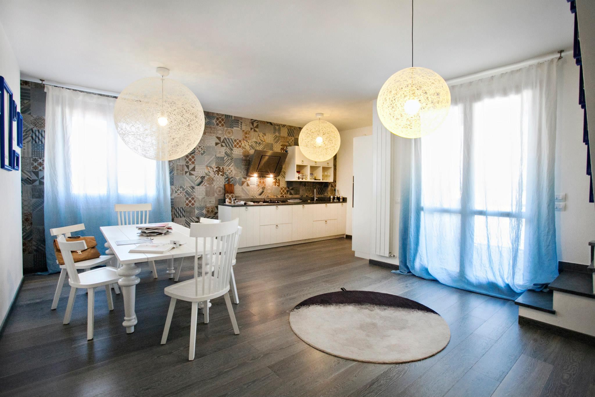 Esempio di arredamento di un'abitazione proposto da Alessandro Corina